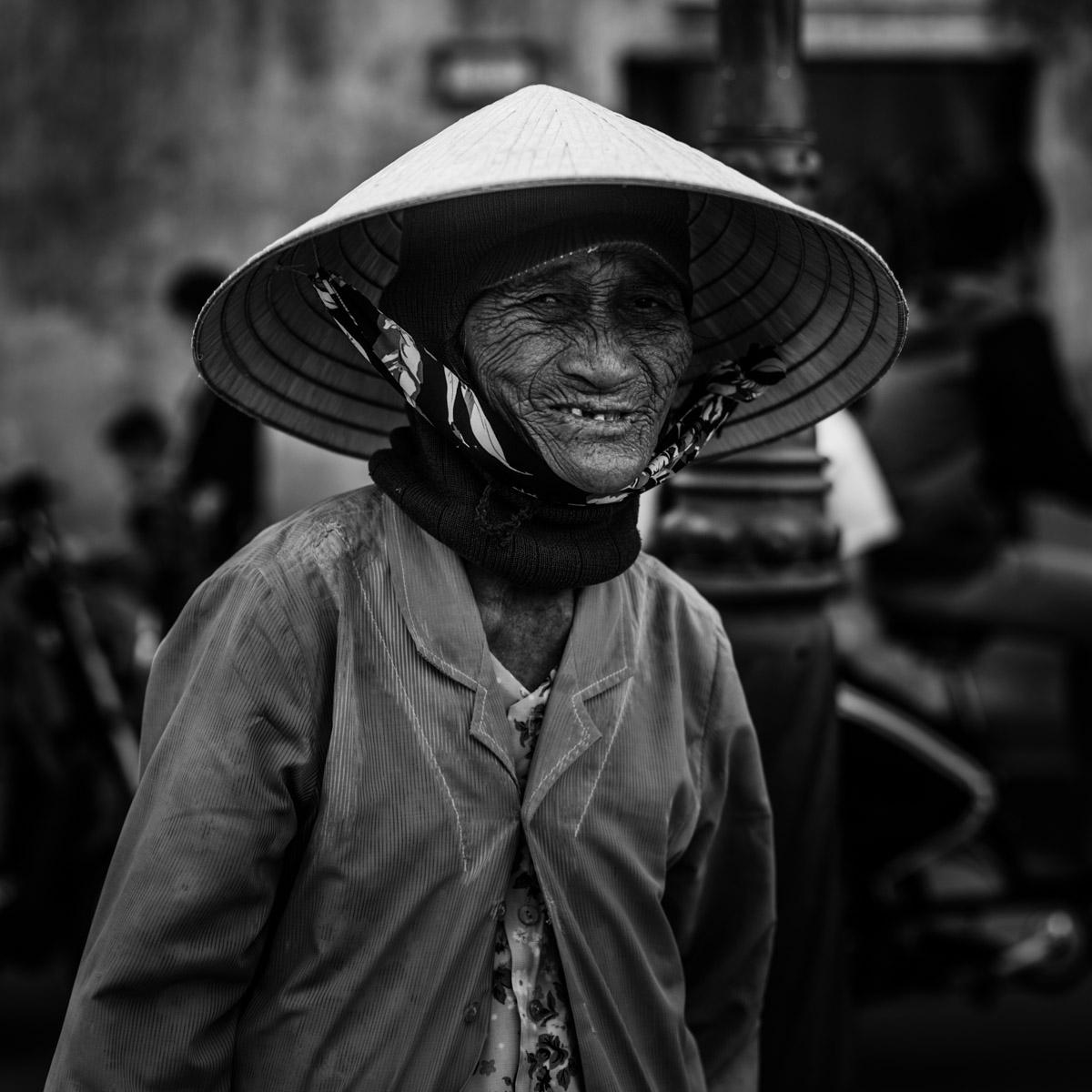 Vieille dame à Hoi An