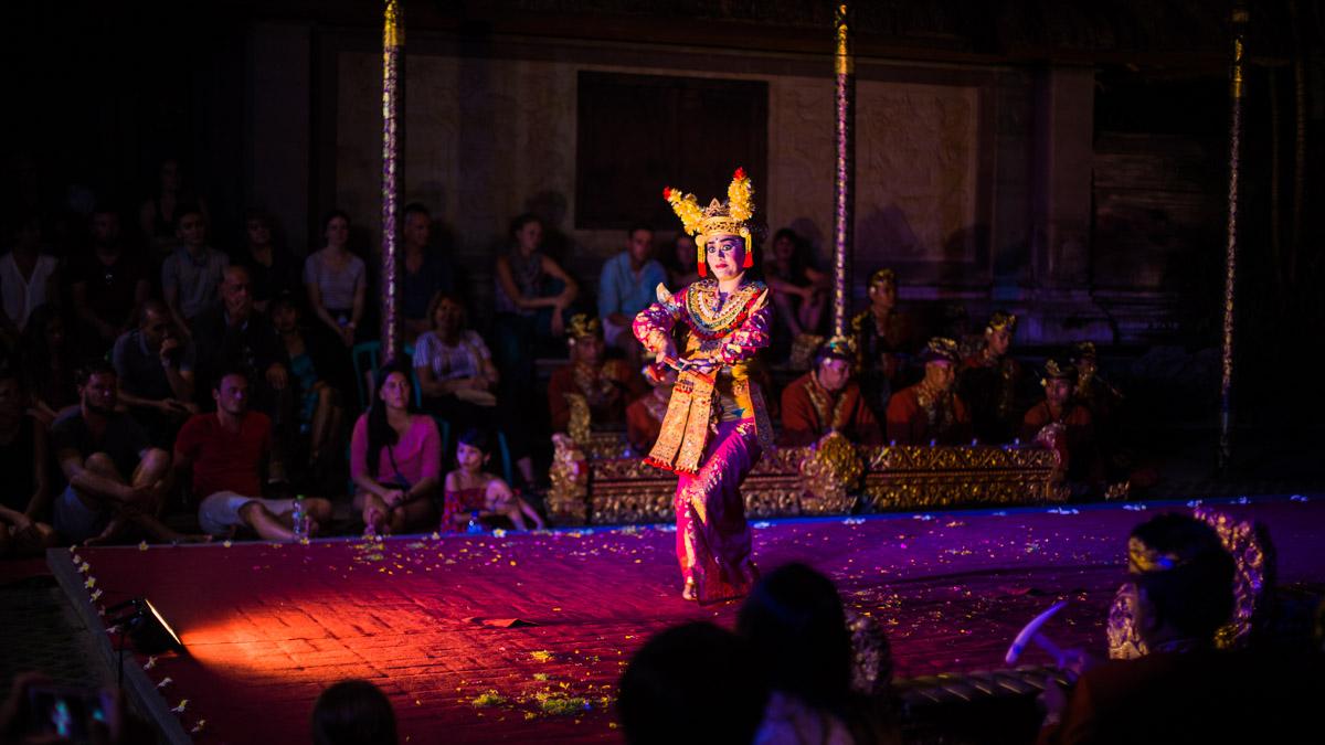 Spectacle traditionnel de danse balinaise Legong, Ubud