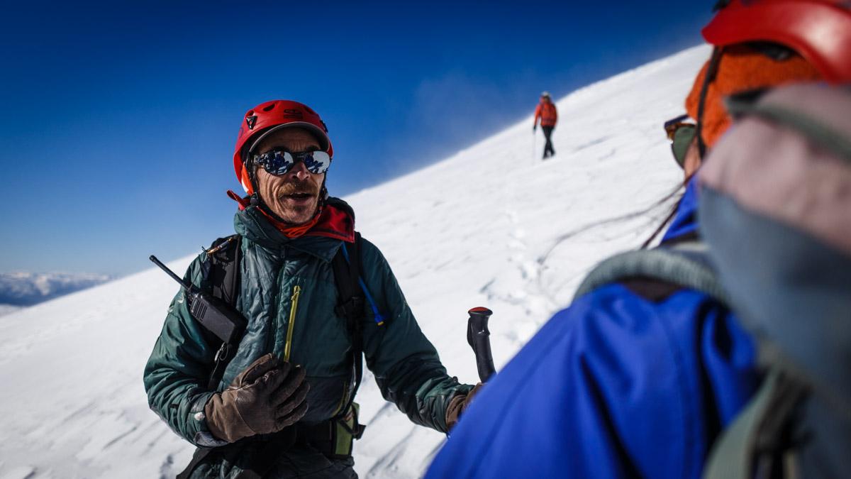 L'encouragement du guide lors de l'ascension, volcan Villarica
