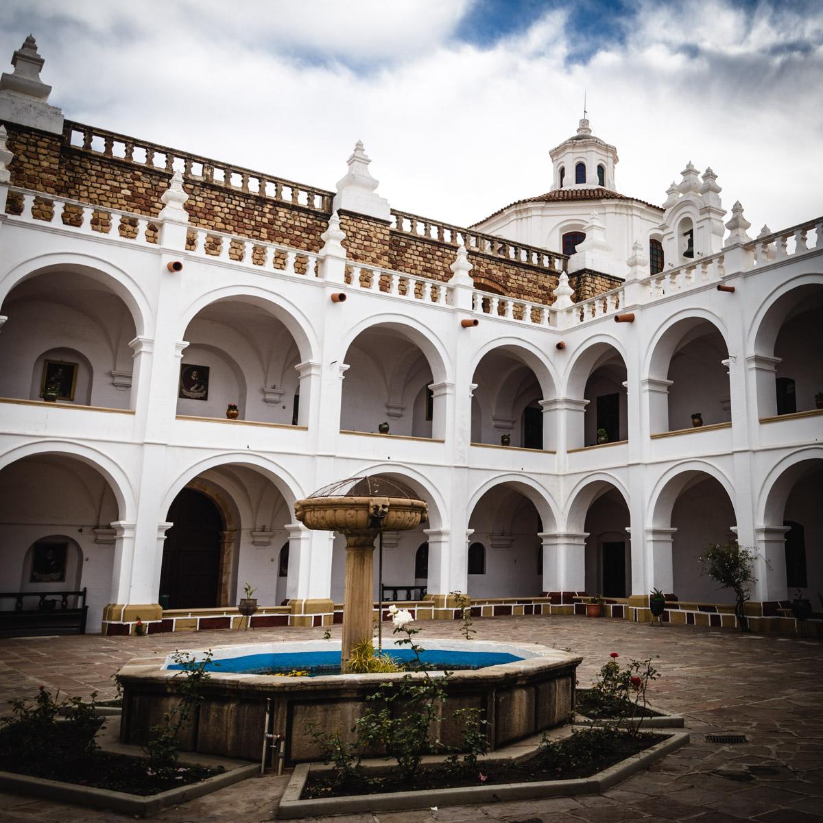 La court du monastère San Felipe de Neri, Sucre