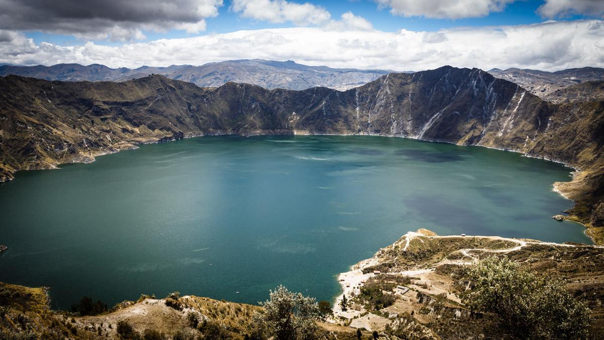 Lagune dans le cratère volcanique, Quilotoa