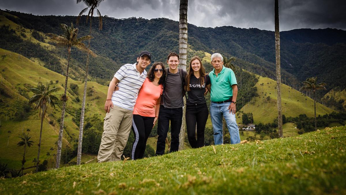 Друзья и колумбийская семья, долина Кокора