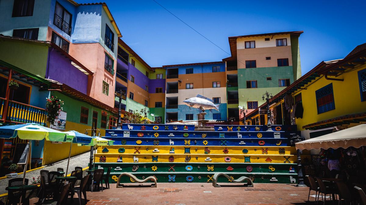 Цветной городишко Гуатапе