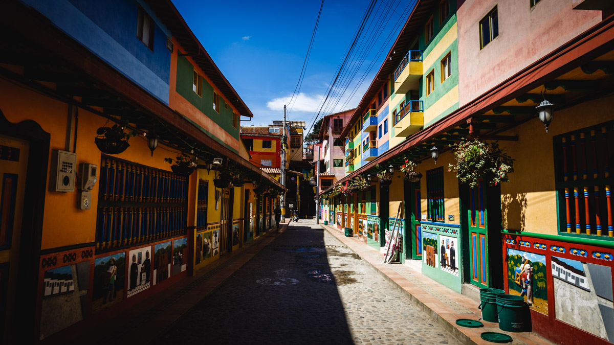 На улицах Гуатапе