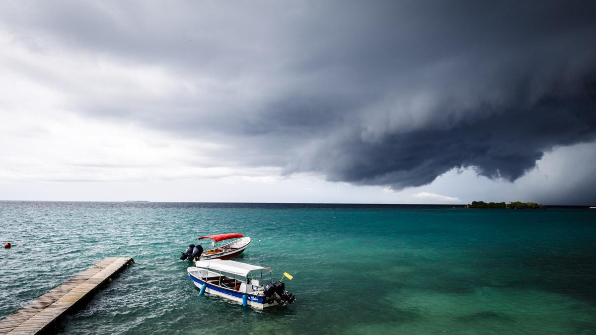 Надвигается гроза... о.Исла Гранде, Карибы